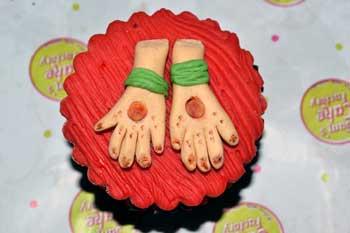 N Mehndi Cake : 10 top wedding cakes designers for pakistani
